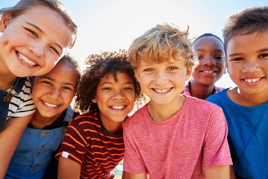 Ventajas del implante coclear bilateral en niños